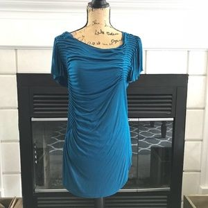 Tops - Teal tunic length pleated detail top.